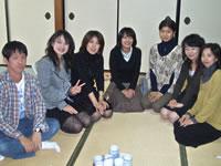 岩田さんは右から2人目