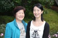 岩田さん(左)と元気になった智美さん